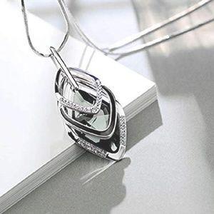 Jewelry - NEW! Quadrilateral Silver Rhinestone Necklace